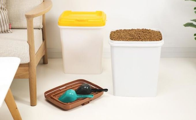 food grade Pet Food Barrel,dog food bucket, Eco-friendly Metal Dog/cat Food Bucket With Scoop feed for poultry, barrel